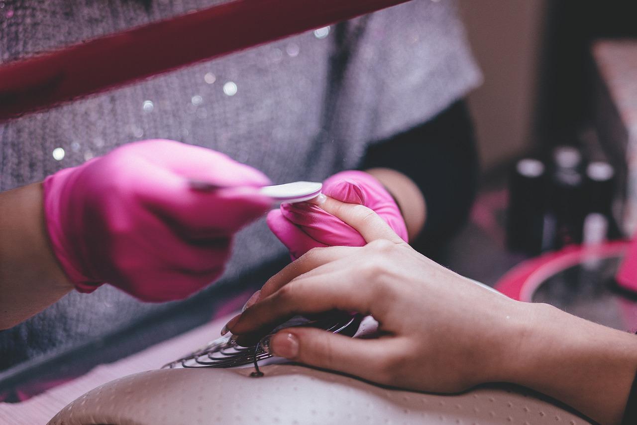 Pielęgnacja dłoni i stóp. Pedicure, manicure hybrydowy Warszawa Centrum