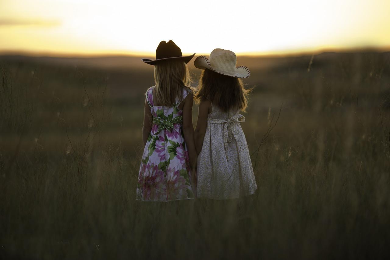 Na co zwrócić uwagę, wybierając sukienkę dla małej dziewczynki? Dawanda torebki i sukienki dla dzieci