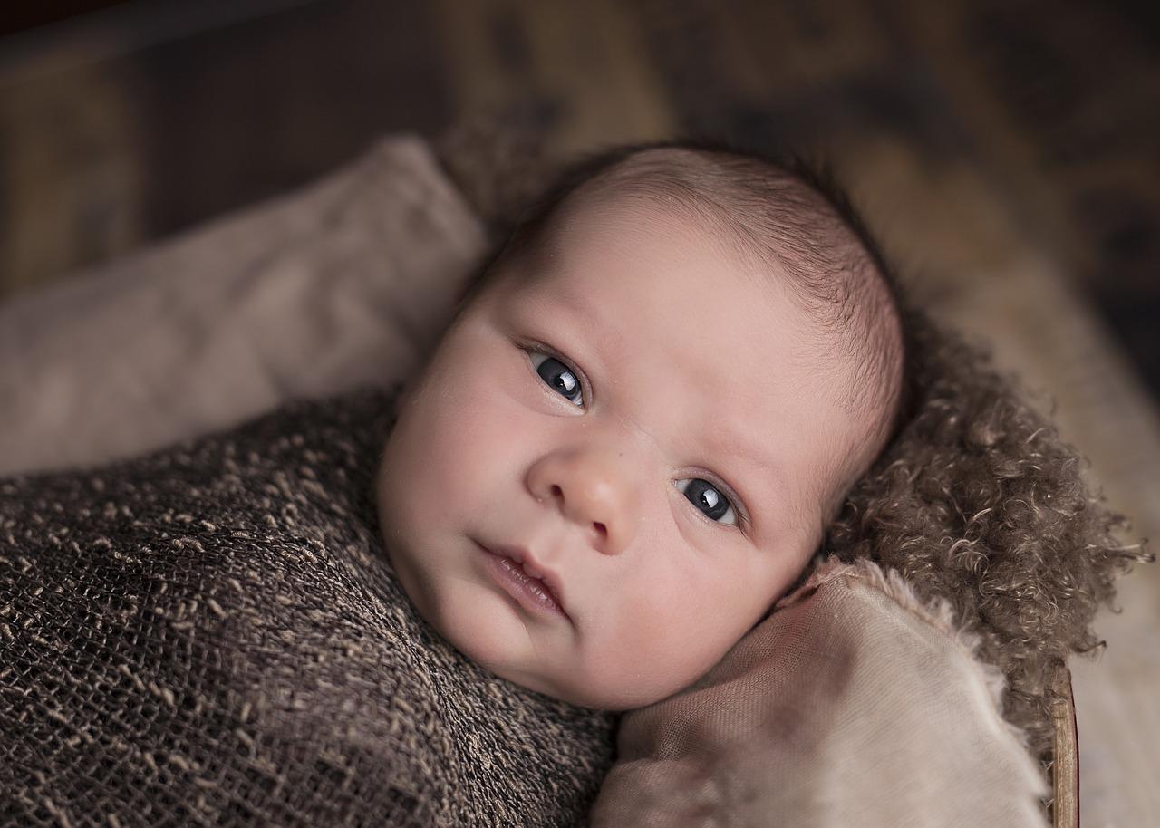Ubranka dla niemowląt na szydełku. Zalety robótek ręcznych na drutach i na szydełku. Ubranka dla dzieci na szydełku schematy