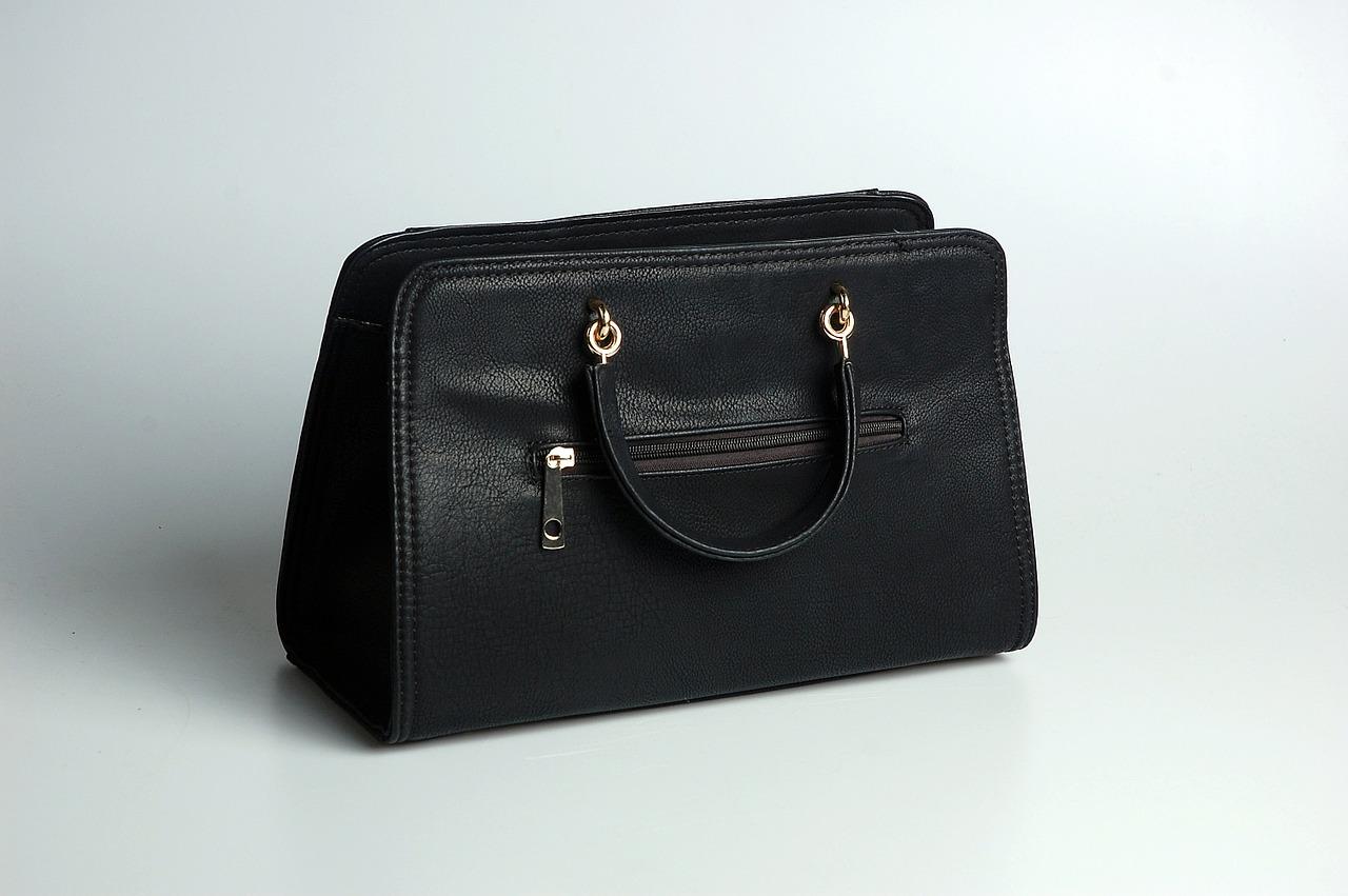HM torebki dla dziewczynek. Jaka powinna być idealna torebka dla młodej damy? Torebka dla dziewczynki hello kitty