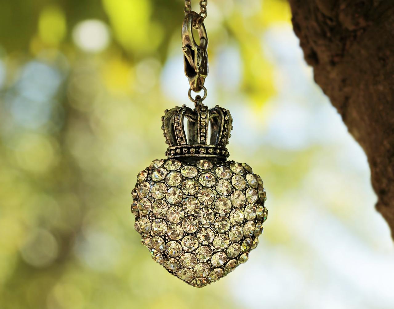 Biżuteria ręcznie wyrabiana na topie